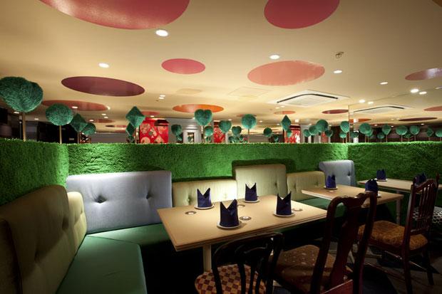 Alice-in-wonderland-restaurant-tokyo-1